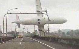 """Máy bay Đài Loan rơi: """"Có tiếng kêu cứu, tiếng đập cửa khoang"""""""