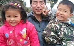 Cảm động hai em bé bất chấp đau đớn hiến da đầu cứu cha