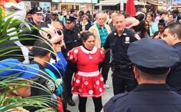 """""""Choảng"""" nhau giữa New York, Minnie Mouse và Hello Kitty bị bắt"""
