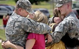 "Vì sao binh sĩ cũng cần... ""hormone nữ giới""?"