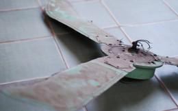 Quạt trần rơi ngay lớp học, hai học sinh bị thương