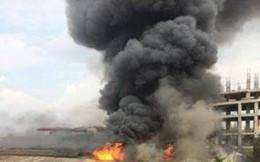 Cột khói cao hàng trăm mét ngùn ngụt bốc lên giữa Hà Nội