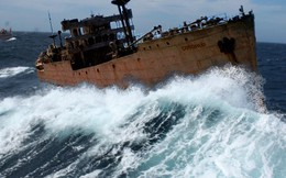 """""""Tàu ma"""" mất tích ở """"tam giác quỷ"""" Bermuda trở về sau 90 năm"""
