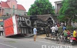 Cả gia đình la hét khi xe tải lao thẳng vào tận mép giường