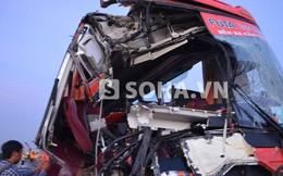 Xe khách tông xe tải trên cao tốc, 10 người thương vong