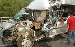 Xe du lịch đụng xe tải 1 người chết, 7 người bị thương