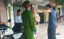 """CSGT bị """"tổ công tác đặc biệt"""" kiểm tra giấy tờ gần cầu Vĩnh Tuy"""