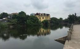 Hà Nội: Phát hiện thi thể bé trai cụt chân tay dưới hồ