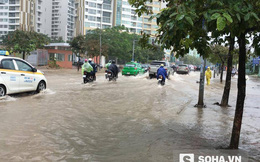 """Hà Nội: Nhiều tuyến phố thành """"sông"""" sau mưa lớn"""