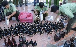 """Xe tải chứa gần 2000 chai rượu ngoại """"ngụy trang"""" trong túi nilon"""