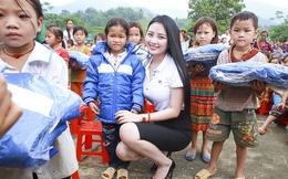 Hoa hậu Ngọc Anh trao áo ấm tận tay học sinh nghèo