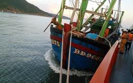 Cứu 7 thuyền viên bị nạn tại quần đảo Hoàng Sa