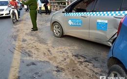 Hai taxi đấu đầu, dầu lênh láng trên mặt cầu