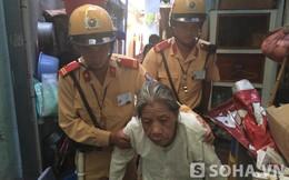CSGT Hà Nội gặp cụ bà say nắng thất thểu đòi về quê