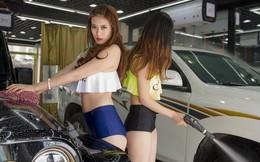 """Bị cấm vào auto show, chân dài rủ nhau mở hàng """"rửa xe bikini"""""""