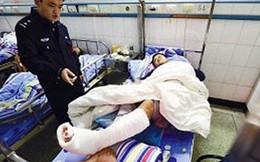 TQ: Nhập viện vì ngồi xổm trên bồn cầu ở sân bay