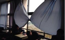 Rèm cửa sổ có 1-0-2 tại một ngôi trường toàn nam sinh ở Nhật