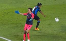 """Pha bóng… """"đểu"""" nhất trong sự nghiệp của Ronaldinho!"""