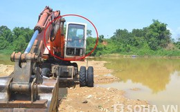 Thi thể tài xế mắc kẹt trong cabin máy xúc dưới sông