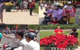 Sau mít tinh người dân háo hức về quảng trường chụp ảnh
