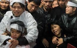 Người thân khóc nghẹn bên linh cữu trung tá vụ rơi trực thăng