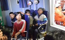 Cứu 5 bố con trên tàu bị hỏng trôi dạt trong biển động cấp 7