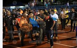 CĐV Thái Lan truy sát trọng tài như phim hành động