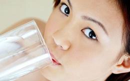 Chỉ cần nhớ 4 dòng này, bạn sẽ biết uống nước đúng cách!