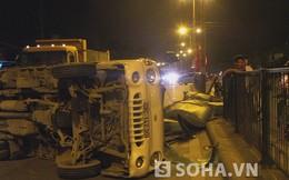 Xe tải lật, dân đập kính giải cứu tài xế đang giãy giụa trong xe