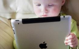 Dùng điện thoại, Ipad 'hấp dẫn' trẻ em nguy hiểm như thế nào?