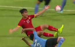 """U23 Việt Nam bị trọng tài """"cướp"""" penalty?"""
