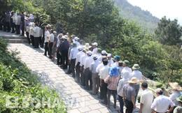 Mặc nắng nóng, hàng ngàn người vẫn trật tự viếng mộ Đại tướng