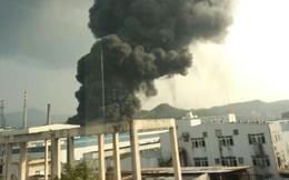 Cột khói bốc hàng trăm mét trong vụ nổ nhà máy hóa chất mới ở TQ
