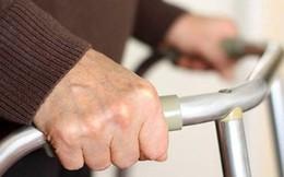 Trai trẻ kinh hãi vì bị cụ bà 72 tuổi tán tỉnh
