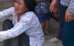 Người mẹ gào khóc gọi con trai 4 tuổi bị cuốn chìm dưới sông Mã