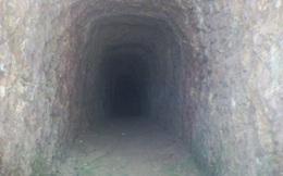 Bí thư huyện đào hầm xuyên núi chỉ để… chứa rượu (?!)