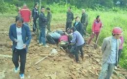 Máy xúc bất ngờ đào được cổ vật dưới lòng đất, người dân đổ xô đi kiếm vận may