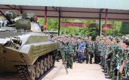 """Chuyên viên cấp cao """"thách thức"""" lái xe thiết giáp Sư đoàn 304: Cái kết không ngờ!"""