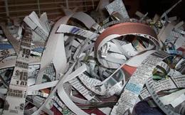"""Làm ướt và xé vụn giấy báo rồi trải ra sàn nhà, bạn sẽ thấy dọn nhà """"nhẹ tênh"""""""