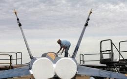 """Phi công F-18 Mỹ đối mặt với nguy cơ """"ngạt thở"""""""