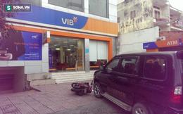 Khách hàng thả vật nghi lựu đạn khói tại ngân hàng