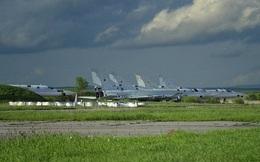 """Xót xa hàng chục oanh tạc cơ Tu-22M của Nga bị """"bỏ quên"""" gần biên giới Trung Quốc"""