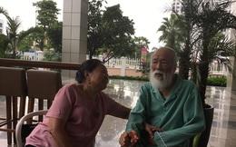 Khoảnh khắc lãng mạn của thầy giáo Văn Như Cương bên vợ