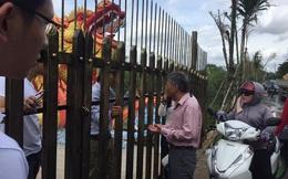 Nhà Thờ tổ của Hoài Linh bất ngờ đóng cửa, người dân năn nỉ để được vào