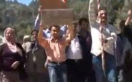 Trai làng biểu tình vì không được gái làng yêu