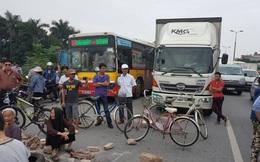 Dân mang gạch đá chặn đường lên Nội Bài, ùn tắc hơn 1 giờ