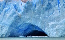 Choáng trước cảnh tượng sông băng sụp đổ chỉ trong chớp mắt