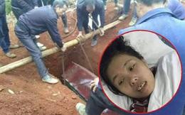 Quan tài chuẩn bị chôn bỗng phát ra tiếng động, người đào mộ chạy bán sống bán chết