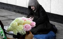 Người ăn xin không ngờ trở thành ông chủ vì một bông hoa hồng