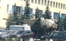 Nóng với tốc độ chia sẻ hình ảnh pháo tự hành 152mm 2S35 Koalitsiya-SV phủ bạt ngụy trang!